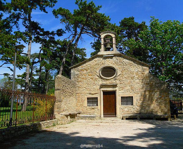 Chapelle de Notre Dame de Lorette. Jardin public à Valréas