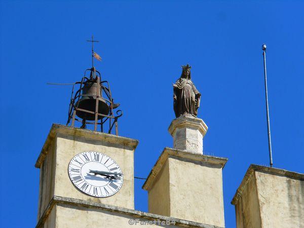 Campanile de l'église à Sarrians