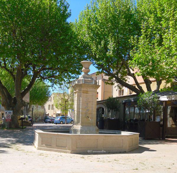 Fontaine à la Place Jean-Jaurés à Sarrians
