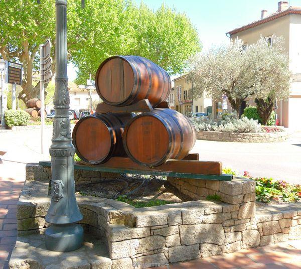 Décoration tonneaux à Sarrians
