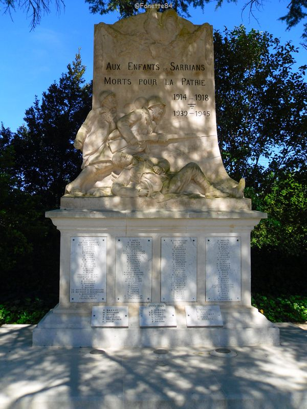Monument aux Morts à Sarrians