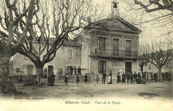 Place de la mairie à Althen les Paluds