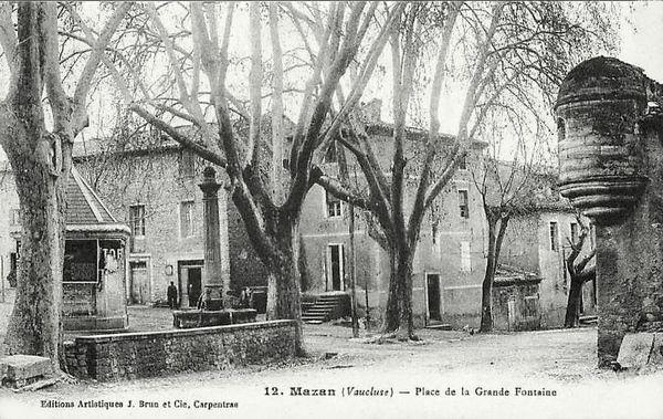 Place de la Grande Fontaine à Mazan