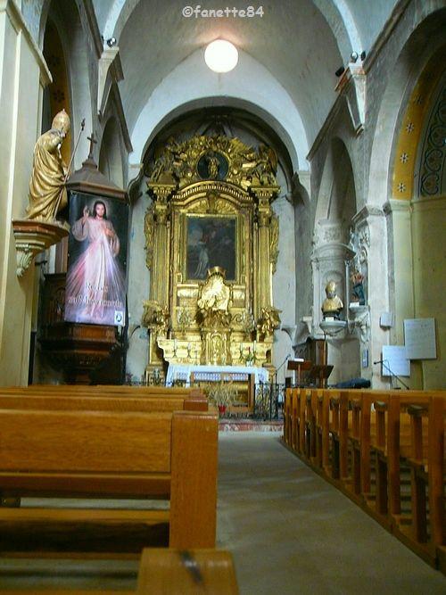 Intérieur de l'église de Notre Dame de Calvias à Malemort Du Comtat