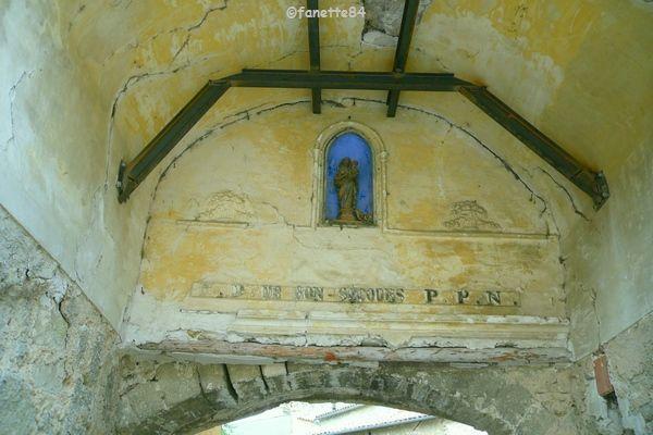 Intérieur de la Porte Saint-Félix à Malemort Du Comtat