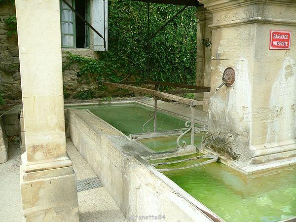 Lavoir et fontaine de Malemort Du Comtat