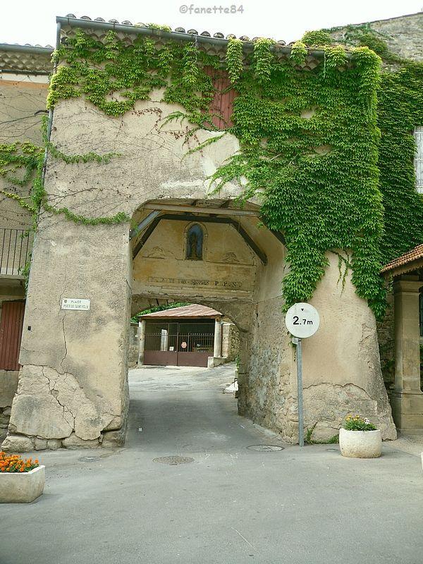 Porte Saint Félix à Malemort Du Comtat