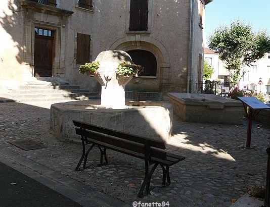 Fontaine et lavoir à Bédoin