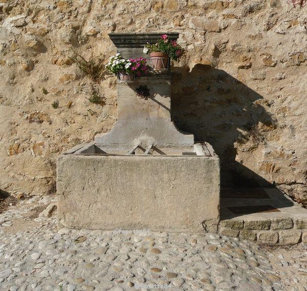 Fontaine murale à Bédoin