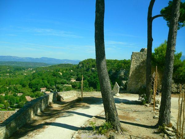 Le Beaucet, cour intérieur du château