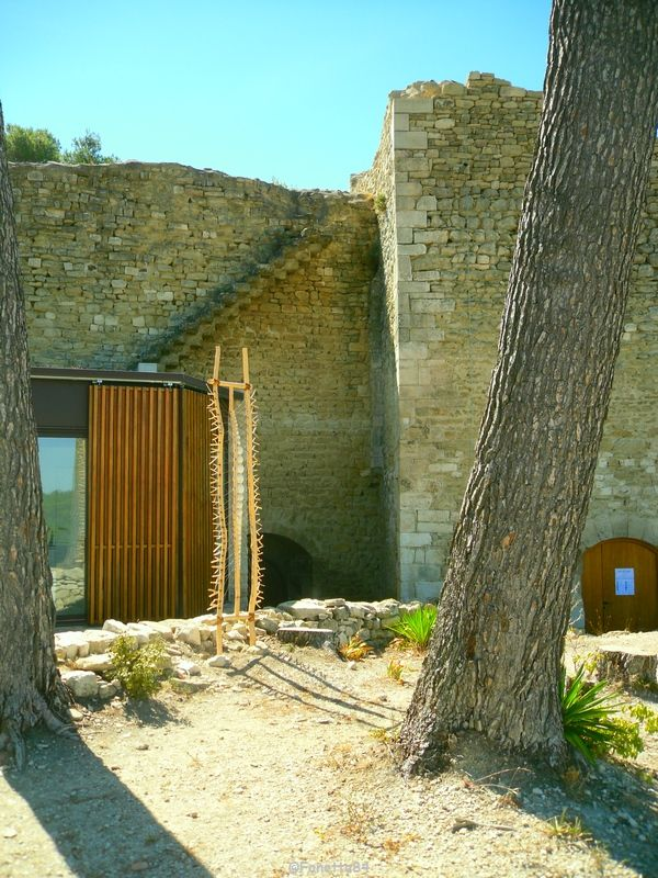 Le Beaucet, cour intérieur château