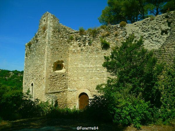 Le Beaucet, mur extérieur du château