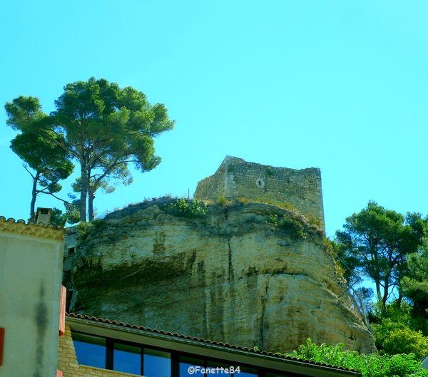 Le Beaucet, château vue d'en bas.