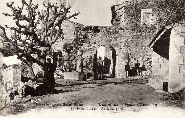 Le Beaucet, l'entrée du village