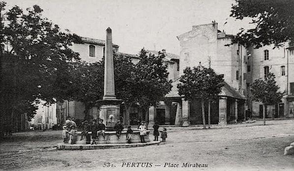 Pertuis, Place Mirabeau