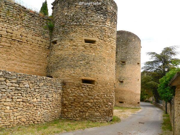 Départ de la balade du mur de la peste à Cabrières d'Avignon