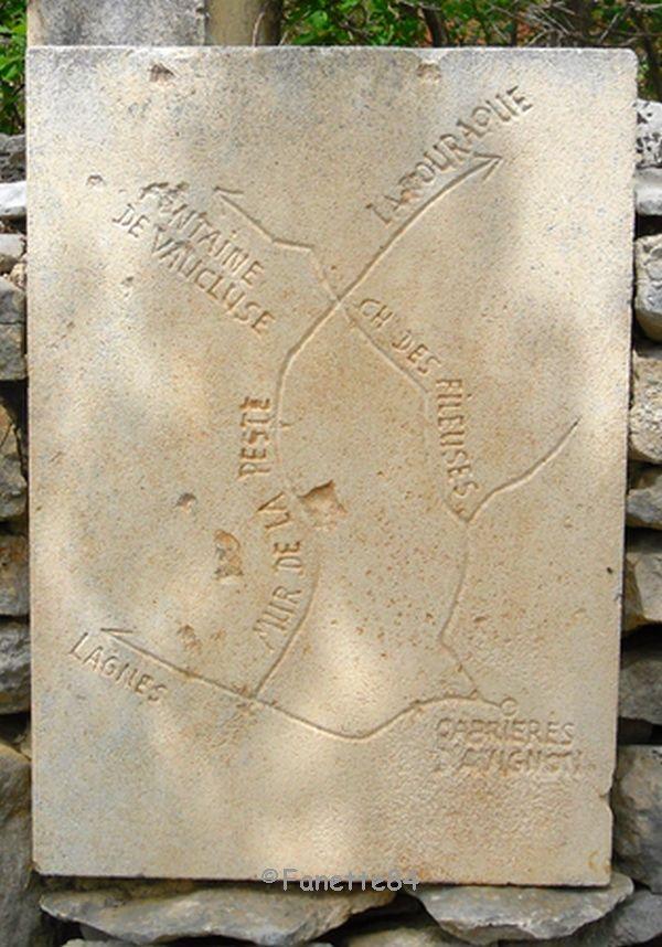 Carte sur le chemin de mur de la peste à Cabrières d'Avignon