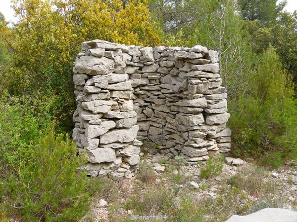Guérite du mur de la peste à Cabrières d'Avignon
