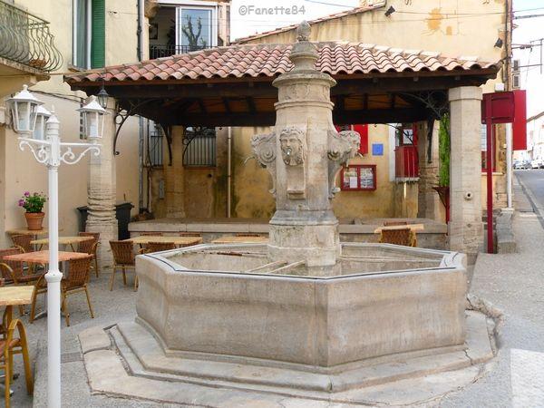 Fontaine et lavoir d'Aubignan