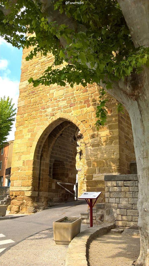 Porte d'Aubignan