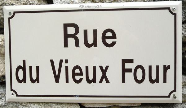 Plaque de rue. Rue du Vieux Bourg à Cabrières d'Avignon