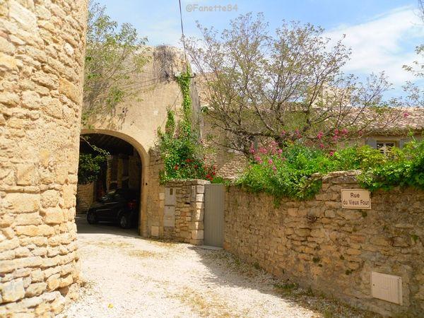 Rue du vieux four à Cabrières d'AVignon