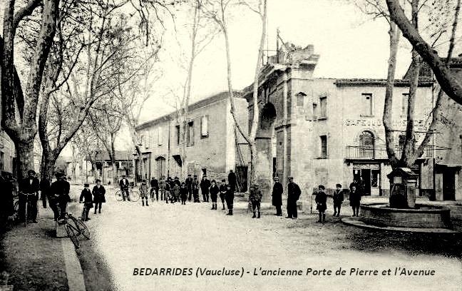 Ancienne porte à Bédarrides