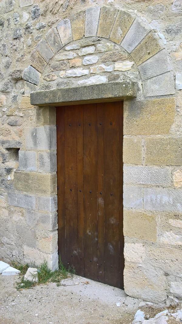 Porte de l'glise Ste Marie au Château de Thouzon au Thor