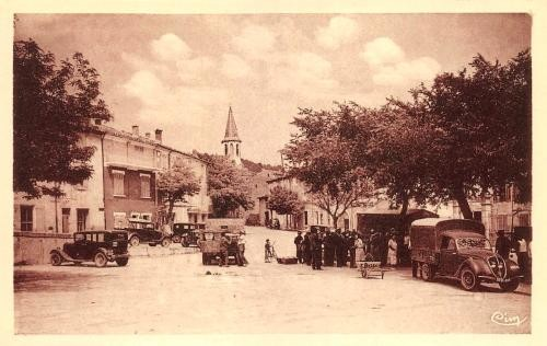 Cadenet, Place du 4 septembre.