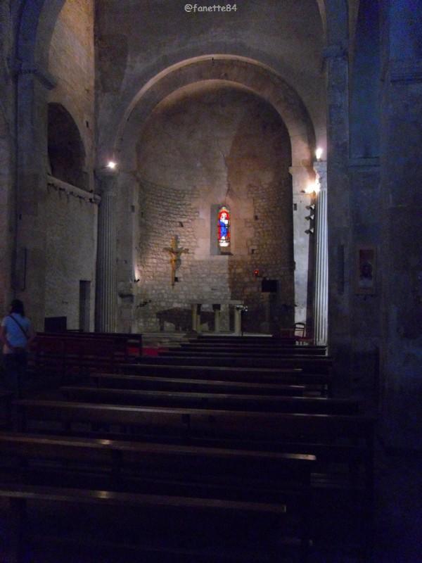 Intérieur de l'église Saint Véran à Fontaine de Vaucluse