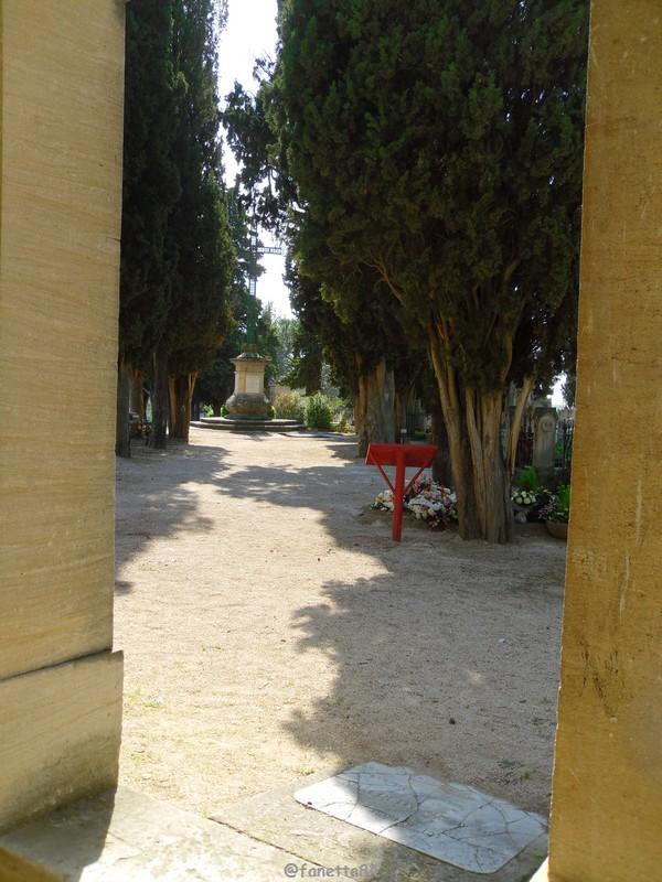 Vue de l'intérieur de la chapelle Notre Dame de Pareloup à Mazan
