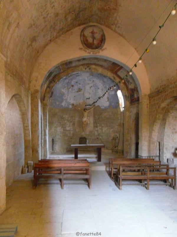 Intérieur de la chapelle Notre Dame de Pareloup à Mazan