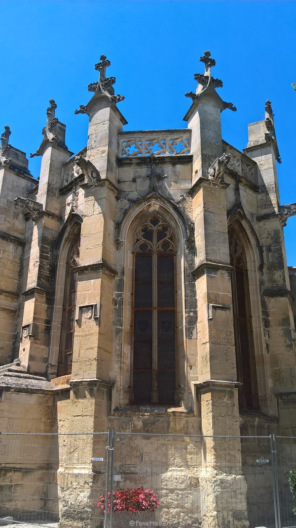 Eglise St Michel vue de derrière à Caderousse