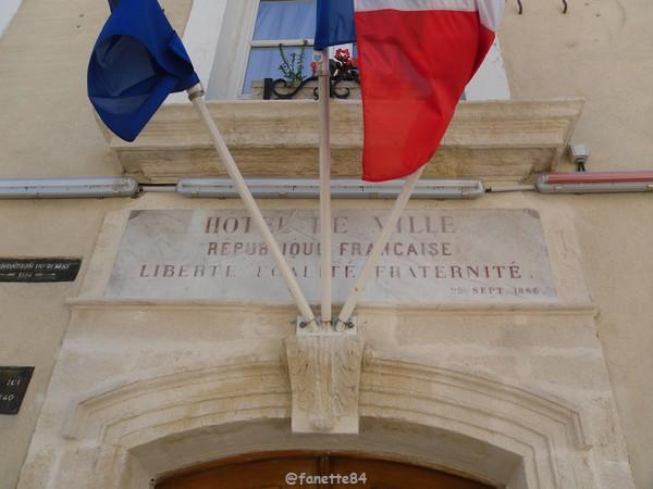 Mairie à Caderousse