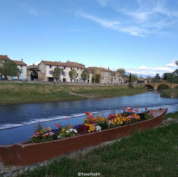 Barque fleuries à Bédarrides