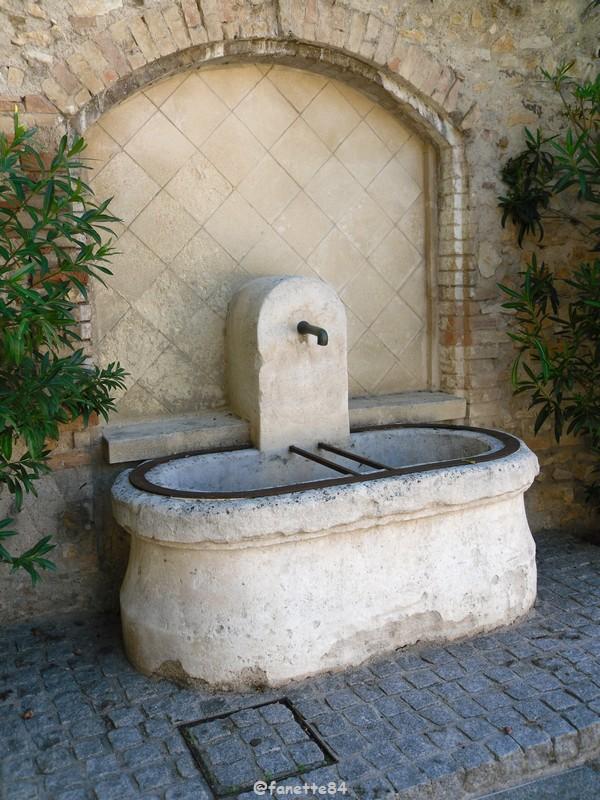 Fontaine à Vedéne