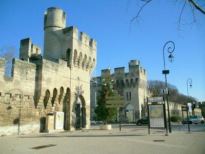 Porte de la République à Avignon