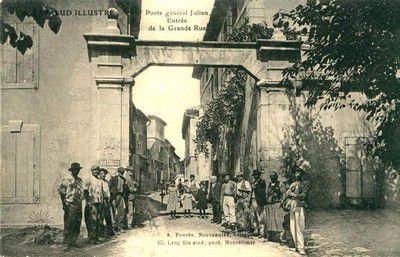 Porte Julien . Entrée de la grande rue en 1910 à Lapalud