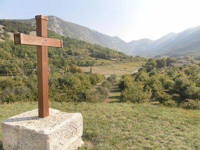 Croix à côté de la chapelle