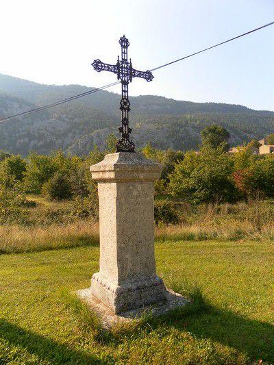 Croix a côté de la chapelle Ste Marguerite
