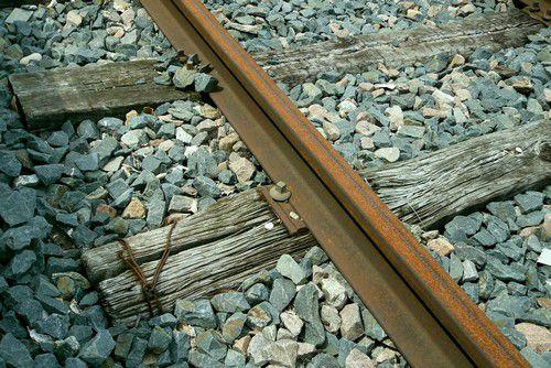 Attache de rail