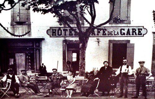 Hôtel café de la gare à Sarrians
