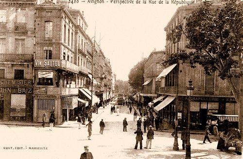Tranway rue de la République à Avignon.