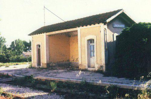 abri de quai gare de Pernes