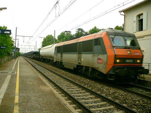 BB 26000 et train de fret à Bédarrides