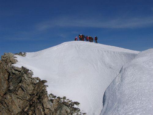 L' équipe arrive sur le Dôme