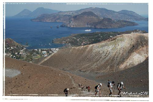 Depuis le sommet du Vulcano, une vue sur Lipari et Salina en tout arrière plan
