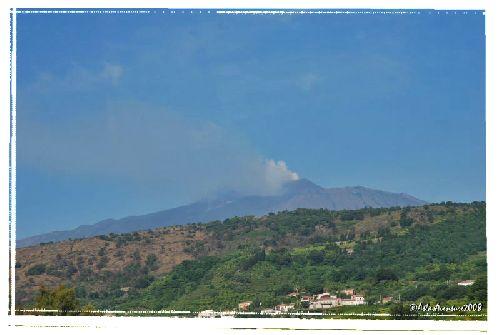 Avant les Eoliennes, c'est la Sicile et l'Etna, en éruption lors de notre passage !!!