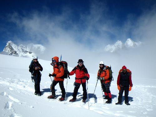 A proximité du camp d'altitude du Mera peak ; au dessus des nuages, panorama à 360° sur l'Himalaya...