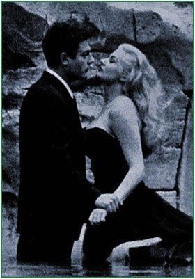 Marcello Mastroianni et Anita Ekberg dans La Dolce Vita (1960) de Federico Fellini